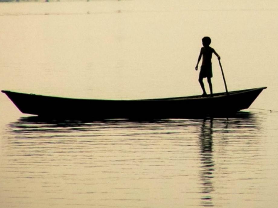 Boy_on_Boat,_Ganges_&_Jalangi_River_conjunction,_Mayapur